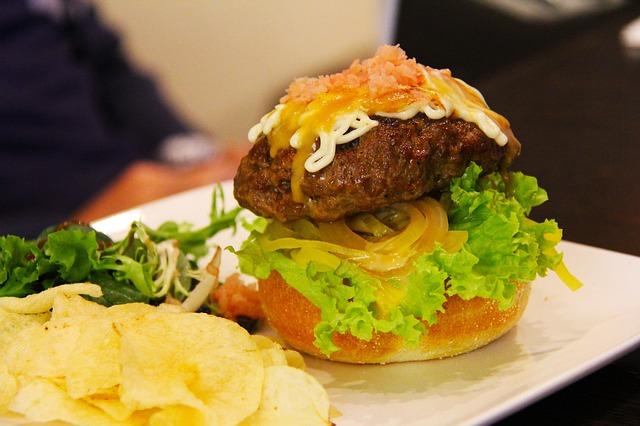 ¿Por qué cuando comemos comida rápida quedamos muchas veces con hambre?