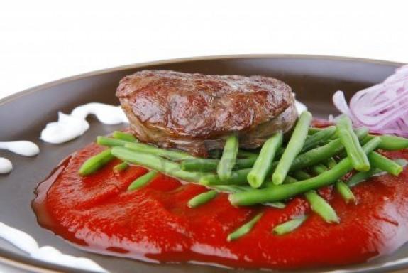 Chuleta de carne roja a la parrilla con emulsión de hongos y guindillas verdes 1