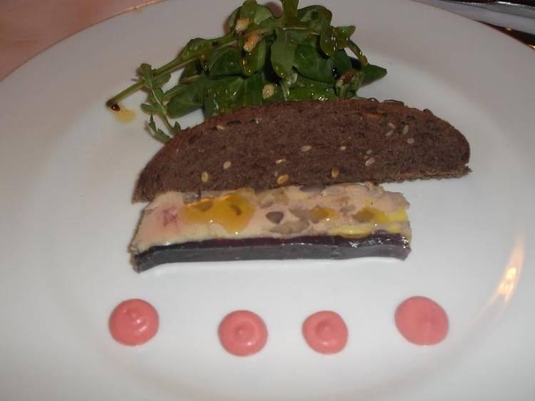 Foie de castaña mayonesa de fresas y pan de centeno 1