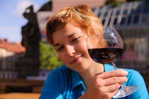 Beber una copa de vino al día disminuye el riesgo de depresión 1