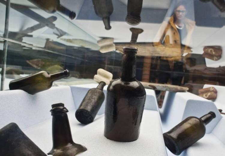 Aparece una botella de vino intacta en un barco inglés naufragado en 1813