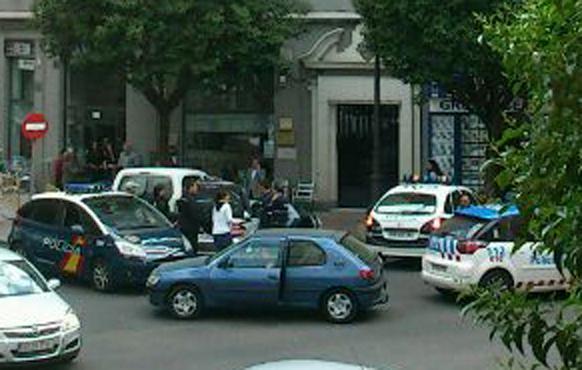 Caso Isabel Carrasco: fotos del arresto de las detenidas minutos después del asesinato 2