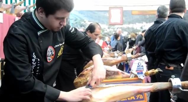 Record Guiness de mayor número de personas cortando jamón (y es español) 1