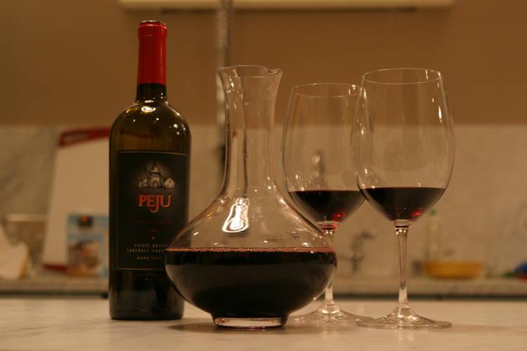 Decantar el vino, qué es, por qué y cómo 2