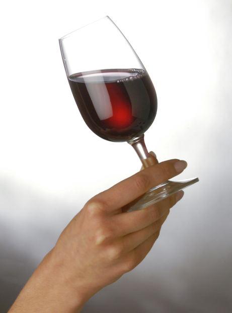 Por qué y cómo mover una copa de vino cuando nos la sirven 1