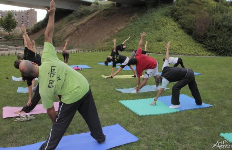Yoga y vino en la oferta gratuita de enoturismo de Bodegas Cuatro Pasos 1
