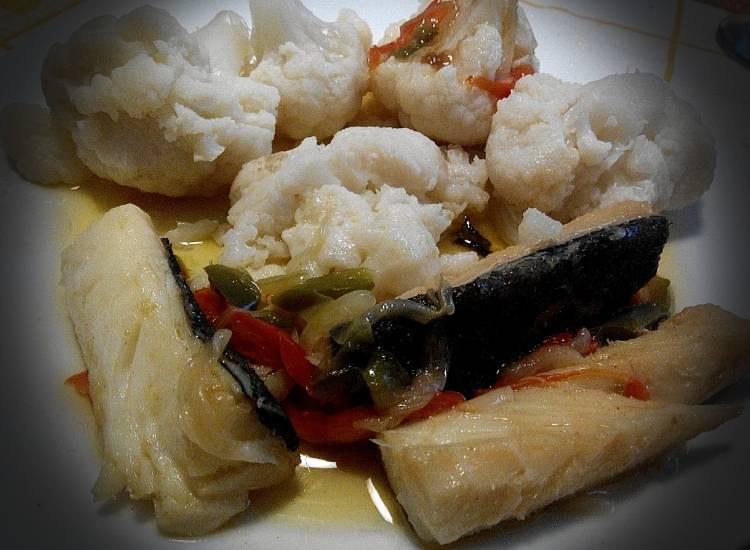 Lomos de bacalao con coliflor y pimientos 1