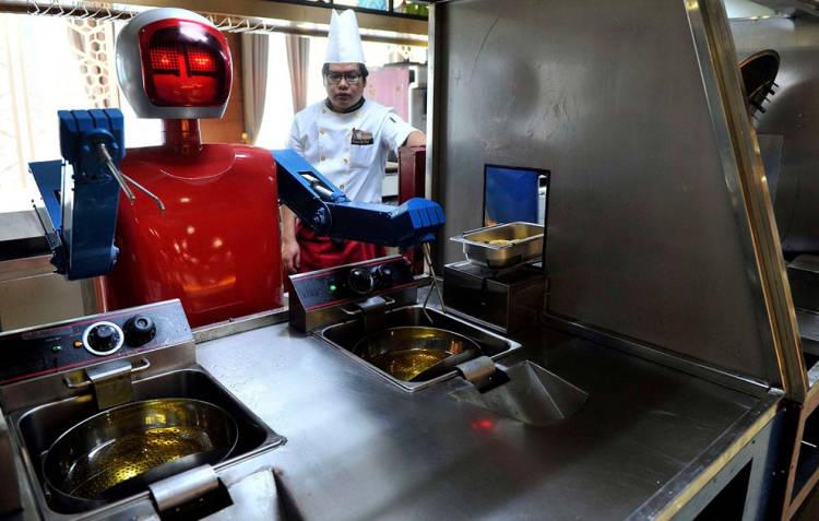 Abre en China el primer restaurante llevado por robots: Wall.e 1