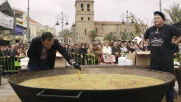 3.700 huevos para la tortilla de patatas más grande de España 1