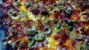 Pizza de jamón serrano, champiñones y pimiento verde 1