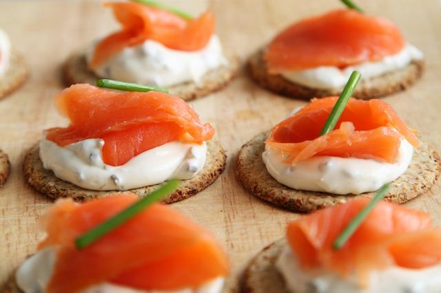 Canapés de salmón y queso de cabra 1