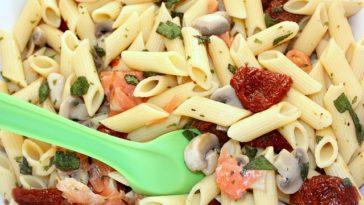Ensalada de macarrones, champiñones y salmón 1