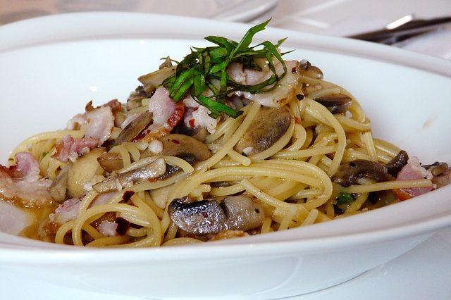 Espagueti con bacon, champiñones y reducción a PX 1