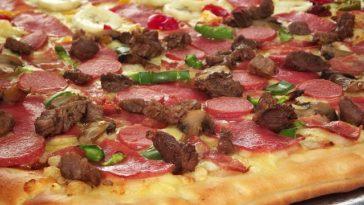 Pizza de ibérico, salami, carne y champiñones 1