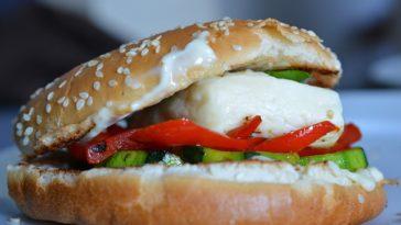 Hamburguesa de queso con verduras 1