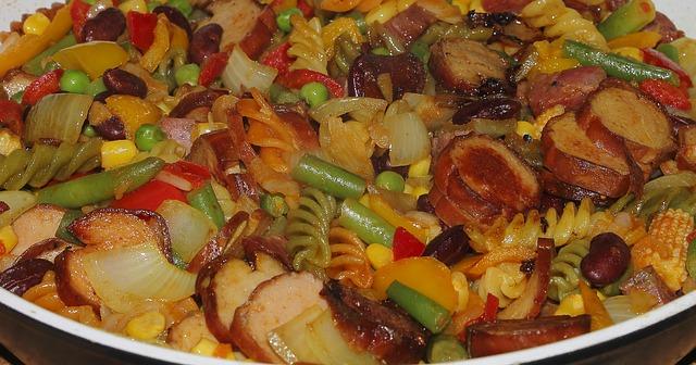 Fritada de verduras y pasta con salchichas 1