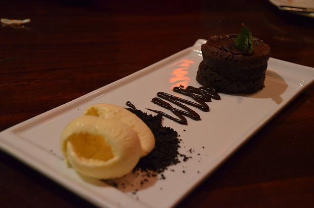 Brownie de chocolate con helado de vainilla 1