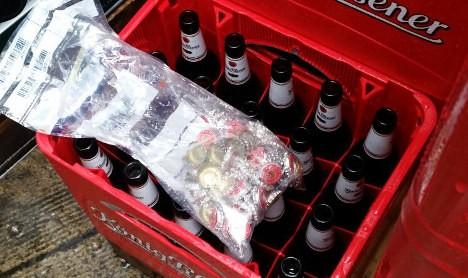 Roban mil chapas de las propias botellas de cerveza y no se beben ni una sola 1