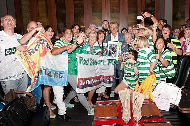 Rod Stewart tiene que pagar una buena factura de cervezas de aficionados del Celtic de Glasgow a Gordon Ramsey 1