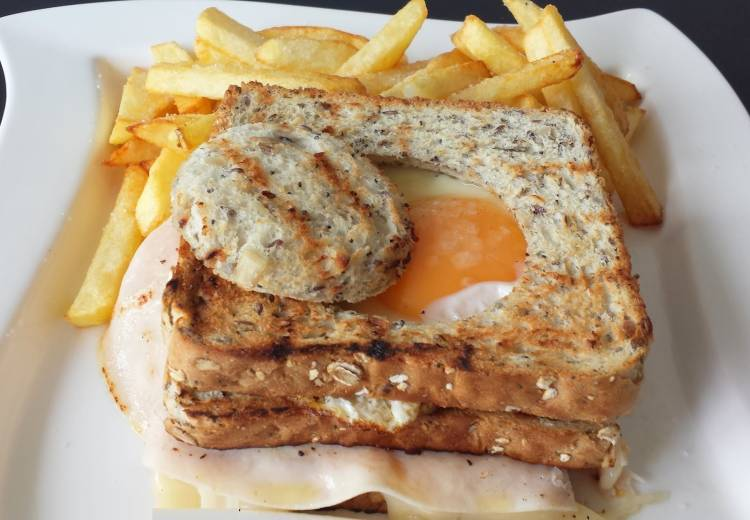 Sandwich mixto con huevo a caballo 3