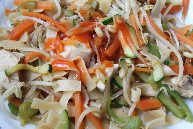 Ensalada templada de pollo, queso y verduras 1