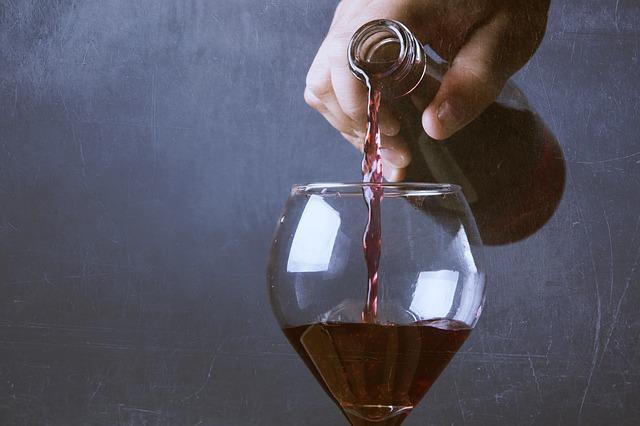 Los españoles gastamos menos dinero en vino en nuestras casas en el último año 1