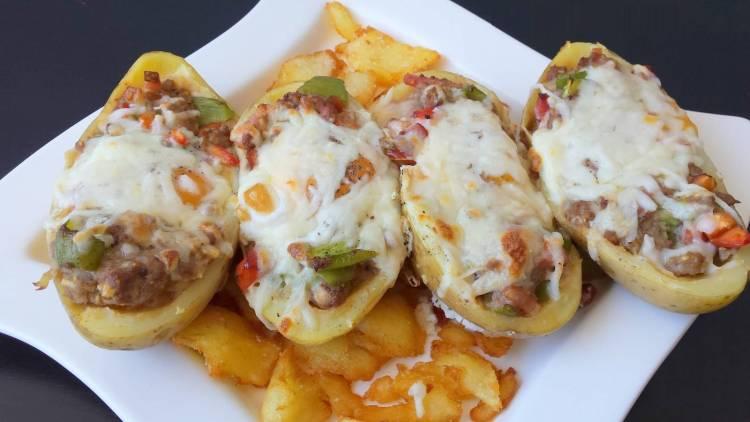 Patatas rellenas de carne, verduras y huevo 4