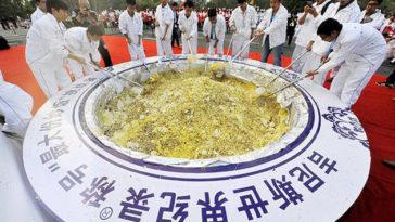 Guinness retira el récord a una arrozada gigante china por malgastar comida dándosela de comer a los cerdos 1