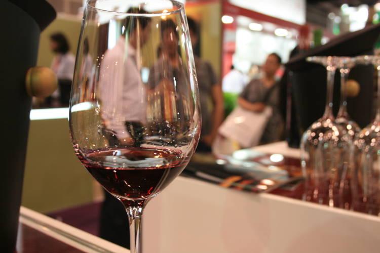 ¿Por qué no se está bebiendo vino español? 1