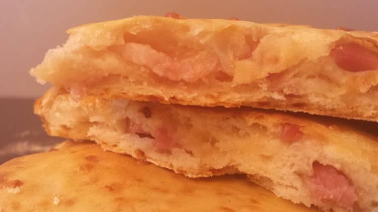 Torta de pan crujiente con bacon y queso 1