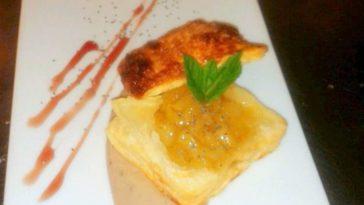 Hojaldre de pera caramelizada con crema de castañas 1