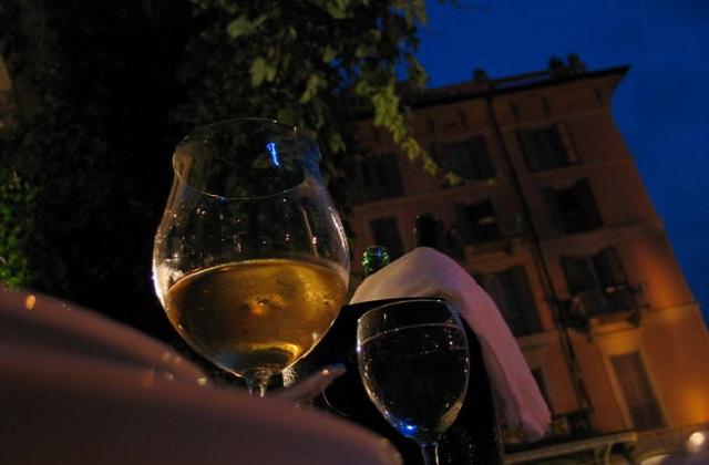 Errores más habituales al tomar vino 1