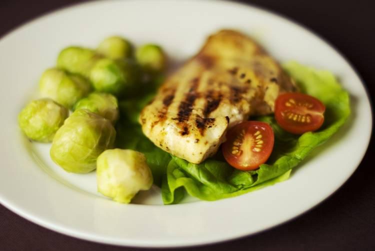Filete de pollo con coles de Bruselas 1