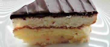 Tarta casera de crema pastelera con bizcocho de yogur y cobertura de chocolate 1