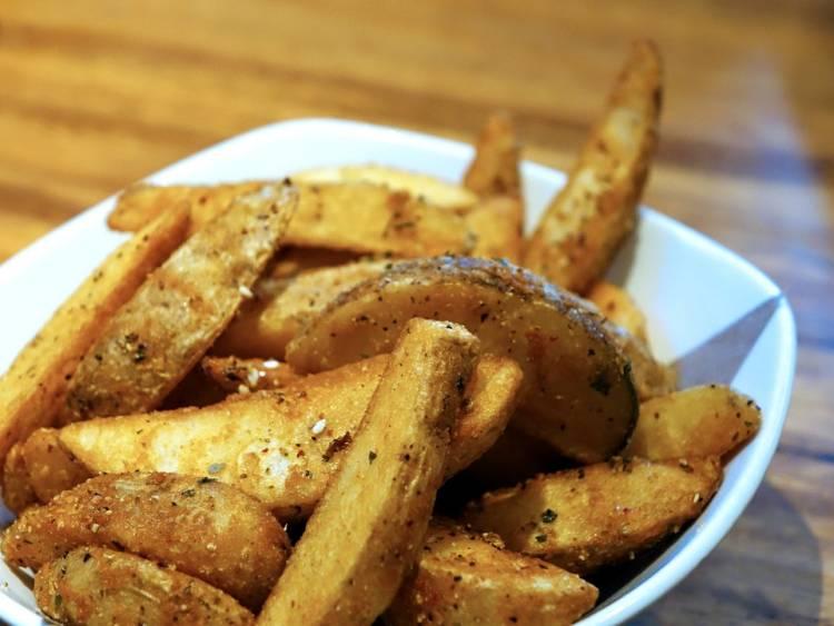 Cómo hacer patatas gajo especiadas al horno en casa 1