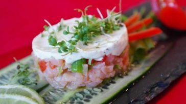 Tartar de salmón, tomate, pepino y queso de cabra 1