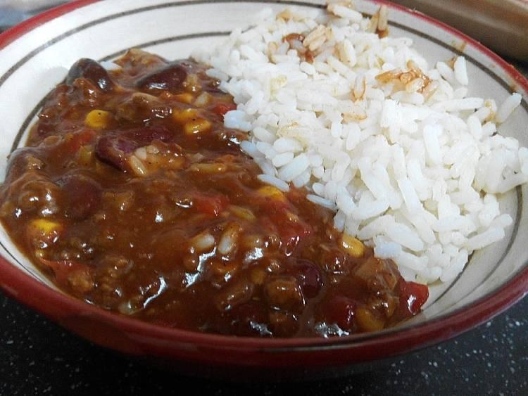 Chili con carne y arroz blanco 2