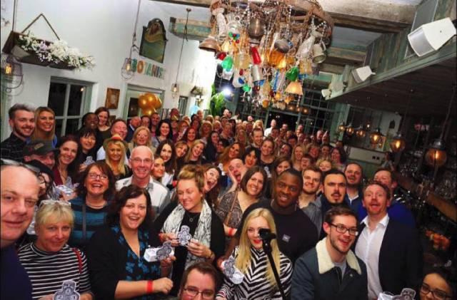 Guinness World Record de el mayor número de gente catando ginebra 1