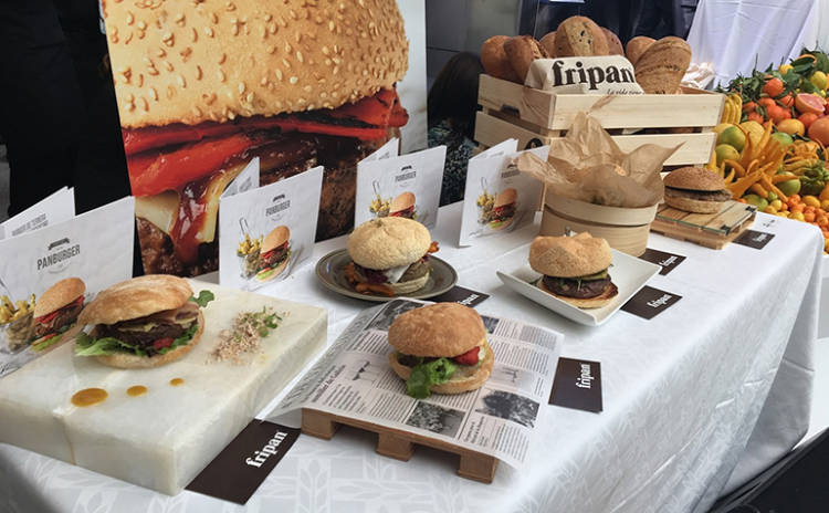 Una hamburguesa de rabo de toro, ganadora en la III edición del concurso Bocadillos de Autor de Fripan 1