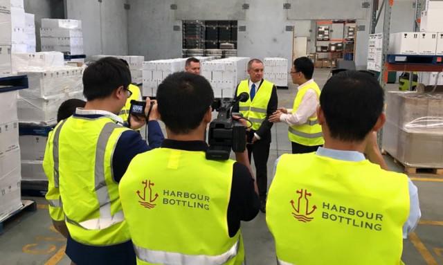 Una planta embotelladora se abre en Australia por empresarios chinos para tener más rápida la llegada del vino australiano a su país 1