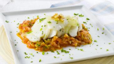 Bacalao tradicional con fritada de tomate 1
