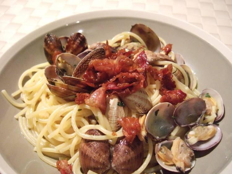 Espagueti con almejas y bacon al vino blanco 1