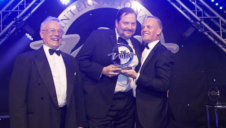 Joe Wadsack premiado como IWSC 2016 Wine Communicator 1