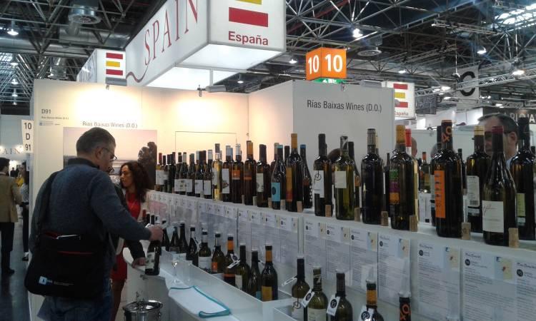 96 marcas de la D.O. Rías Baixas, por tercer año consecutivo, realizan túnel del vino en ProWein 2016 3