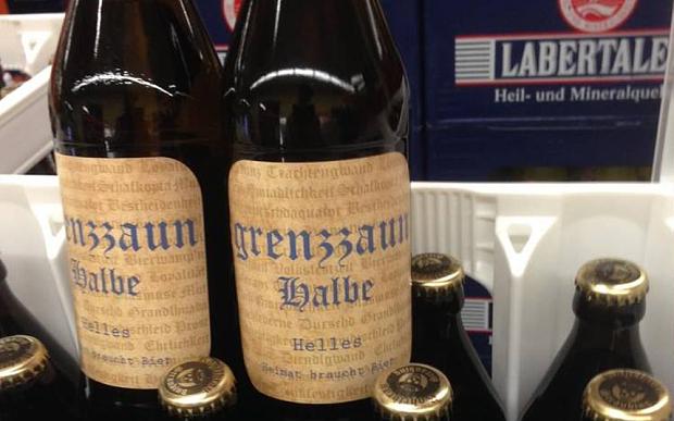 Una cerveza alemana se retira del mercado por llevar mensajes ocultos en la botella de apoyo al nazismo y a Hitler 1