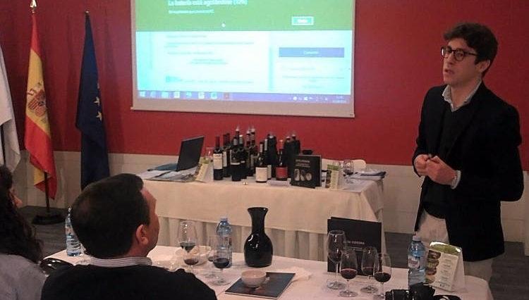 La Ruta do Viño Rías Baixas celebró con gran éxito una Cata entre Amigos con vinos tintos en Pontevedra 1