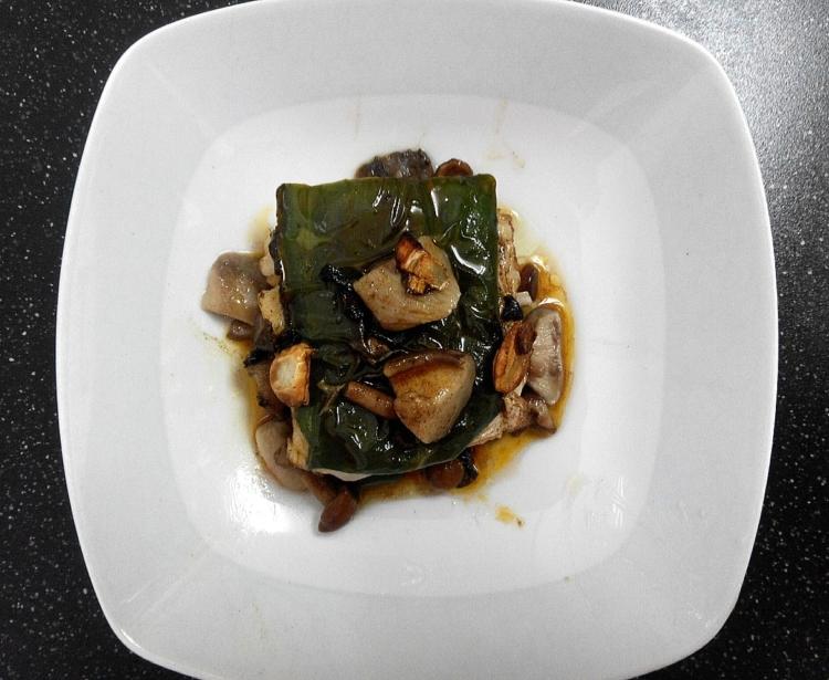 Milhoja de merluza con verduras a la vizcaína