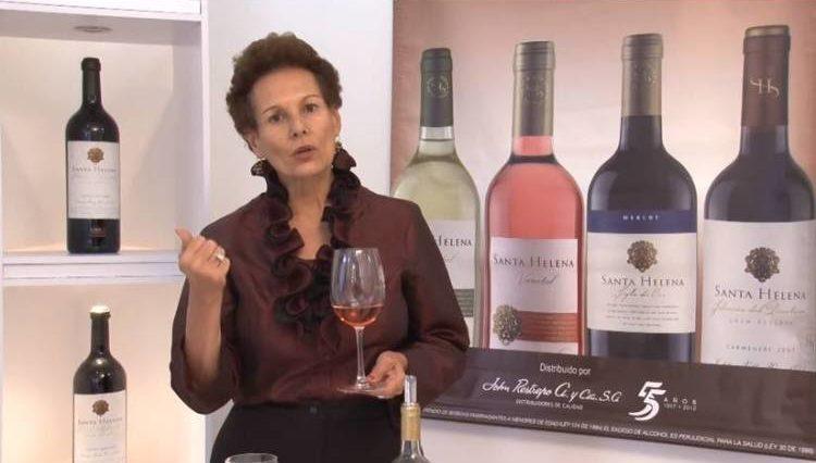 ¿Sabes cómo se sujeta una copa de vino? 1