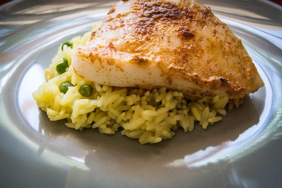 Sepia a la plancha al vino blanco con guarnición de arroz 1