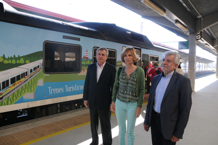 Primer viaje del Tren del Vino de la Ribeira Sacra ayer que inaugura la temporada de verano de 'Galicia a todo tren' 1